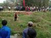 藤县和平镇村民出殡隔壁村以不吉利为由阻拦